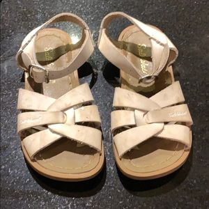 USED SALTWATER SANDALS COLOR WHITE KIDS SIZE 11